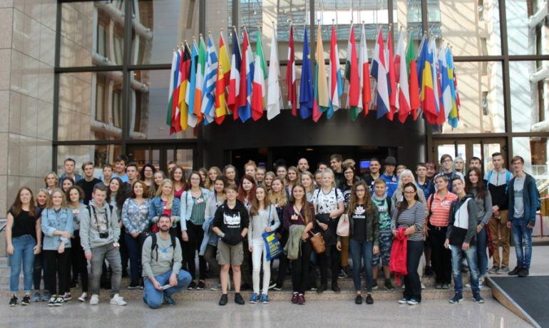 Europa geht weiter: Jugendgruppen auf Erkundungs-Tour in Brüssel