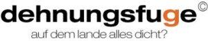 Logo Dehnungsfuge in Schwarzen Buchstaben mit Untertitel: Auf dem Lande alles dicht?