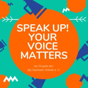Grafik für das Projekt Speak UP! – Der Solgan des Projektes steht in einem orangenen Kreis. Davor und dahinter sind Pfeil-Enden und Lautsprächer als Muster eingeblendet.