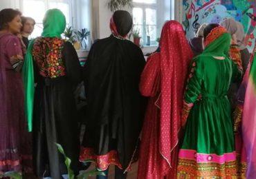 Gruppe musilimischer Frauen feiern/Solidarität unter Frauen(c) IFNIS e.V