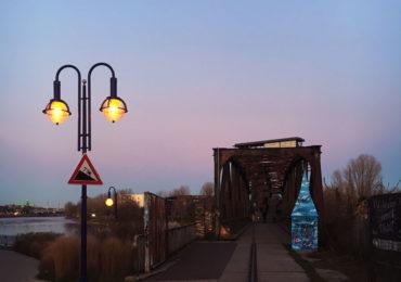 Hubbrücke Magdeburg in der Dämmerung